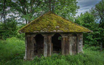 """Absida Bisericii de lemn """"Sfinţii Arhangheli Mihail şi Gavril"""" din Cufoaia"""