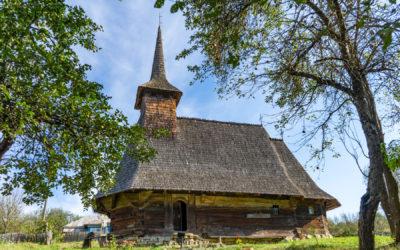 """Biserica de lemn """"Sfinţii Arhangheli Mihail şi Gavril"""" din Drăghia"""
