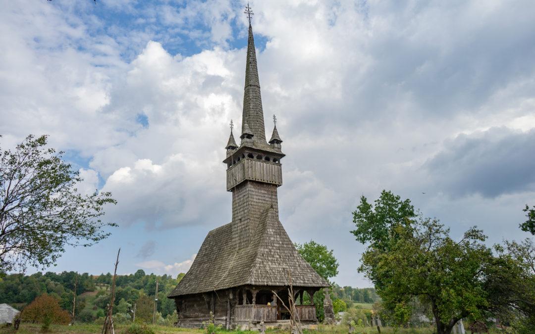 """Biserica de lemn """"Sfinții Arhangheli Mihail și Gavril"""" din Inău"""