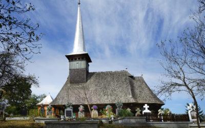 """Biserica de lemn """"Sfinţii Arhangheli Mihail şi Gavril"""" din Peteritea"""
