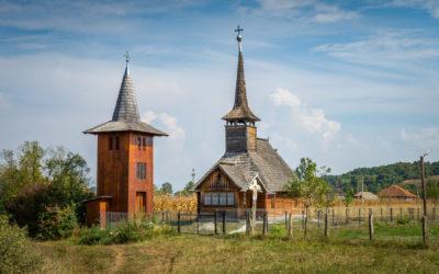 """Biserica de lemn """"Sfântul Dumitru"""" din Răzoare"""