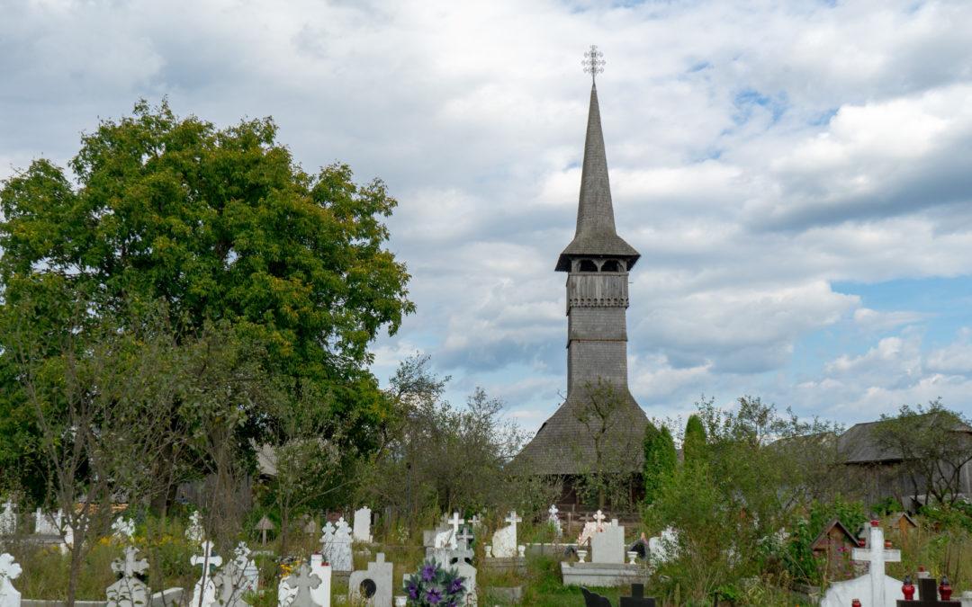 """Biserica de lemn """"Cuvioasa Paraschiva"""" din Rogoz"""