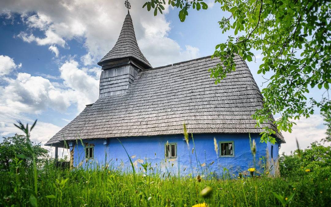 """Biserica de lemn """"Sfinţii Împăraţi"""" din Aspra"""