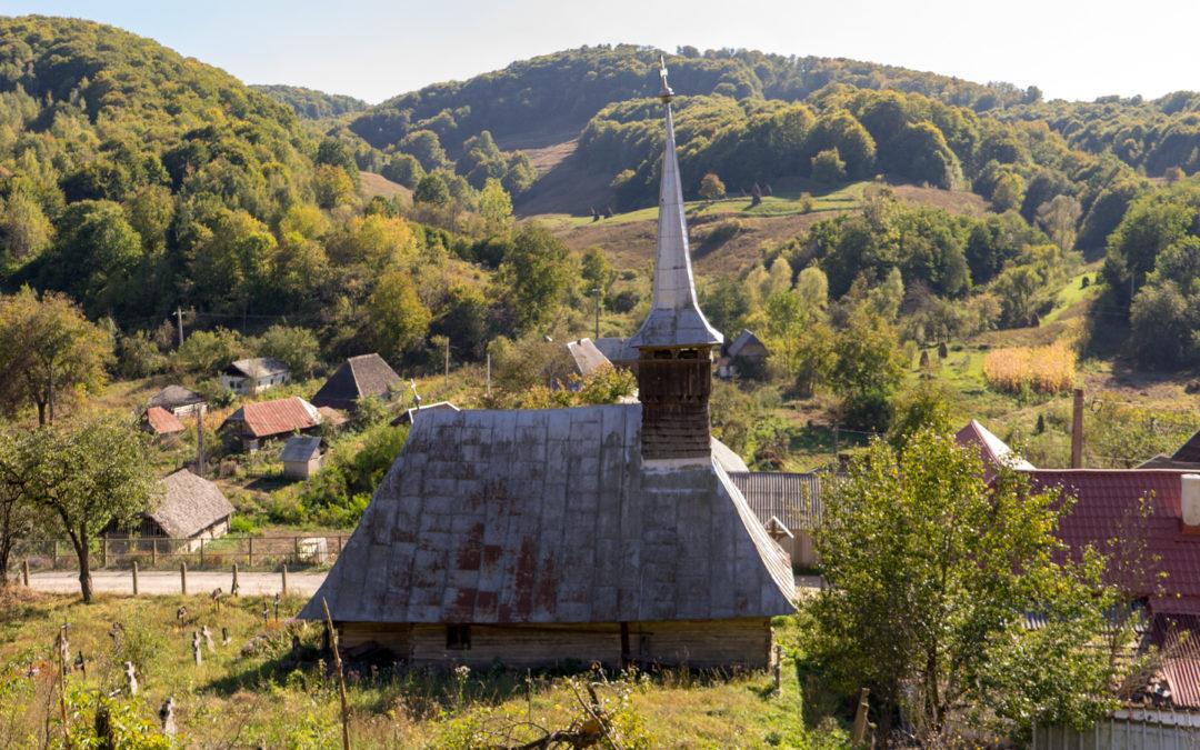 """Biserica de lemn """"Sfinţii Arhangheli Mihail şi Gavril"""" din Boiereni"""