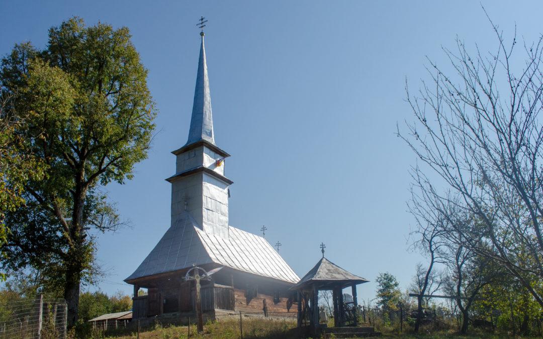 """Biserica de lemn """"Sfinţii Arhangheli Mihail şi Gavril"""" din Jugăstreni"""