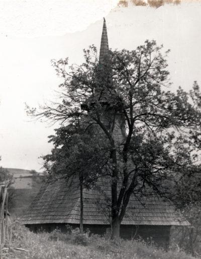 Biserica de lemn Sf. Dumitru din Larga