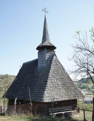 """Biserica de lemn """"Sf. Dumitru"""" din Larga"""