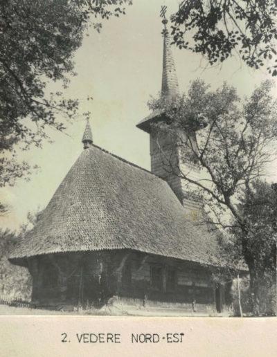 """Biserica de lemn """"Sfinții Arhangheli"""" din Vima Mică - arhiva MJIA - vedere nord-est"""